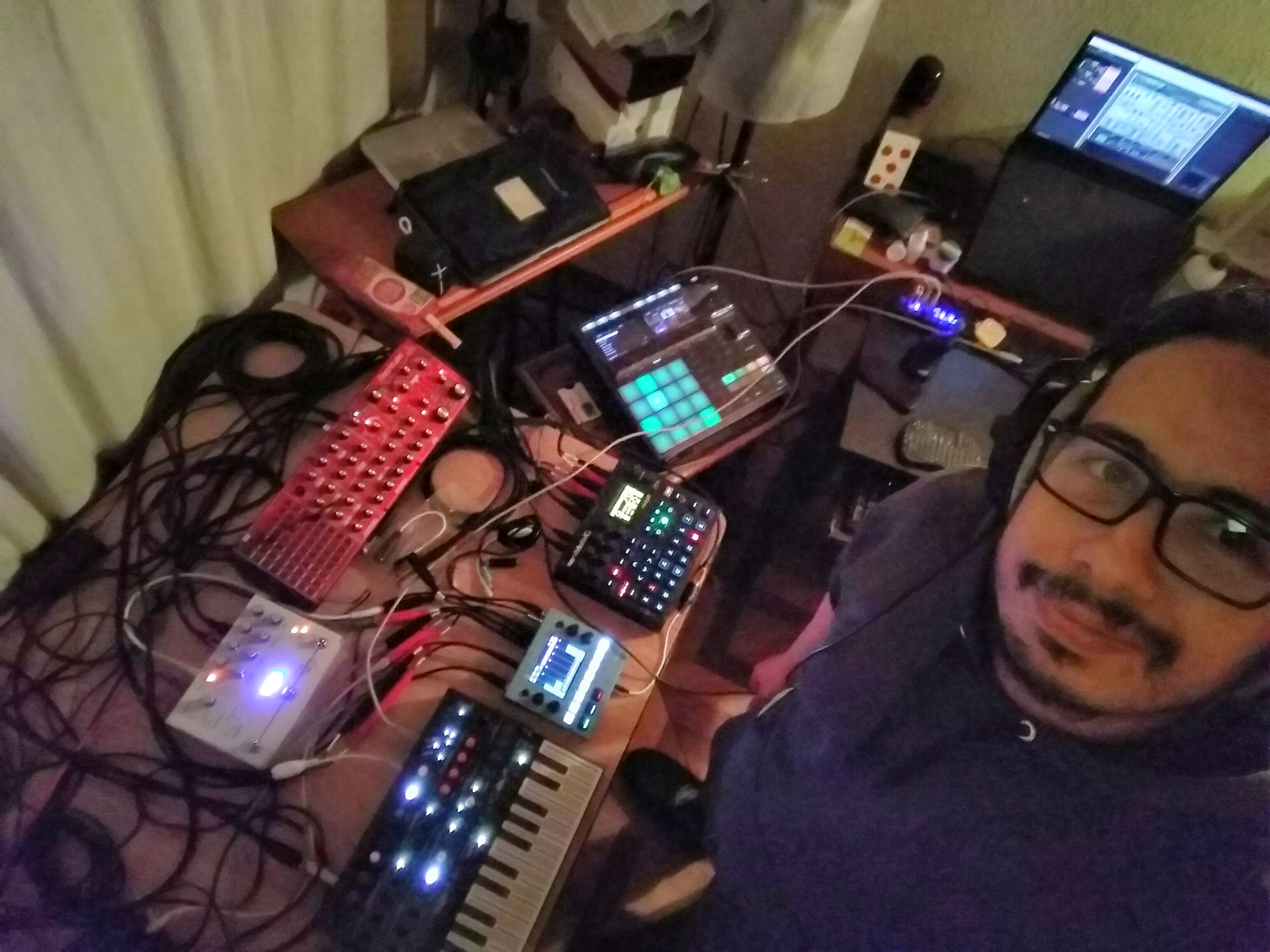 Phillip O, music producer from Colombia working in his studio